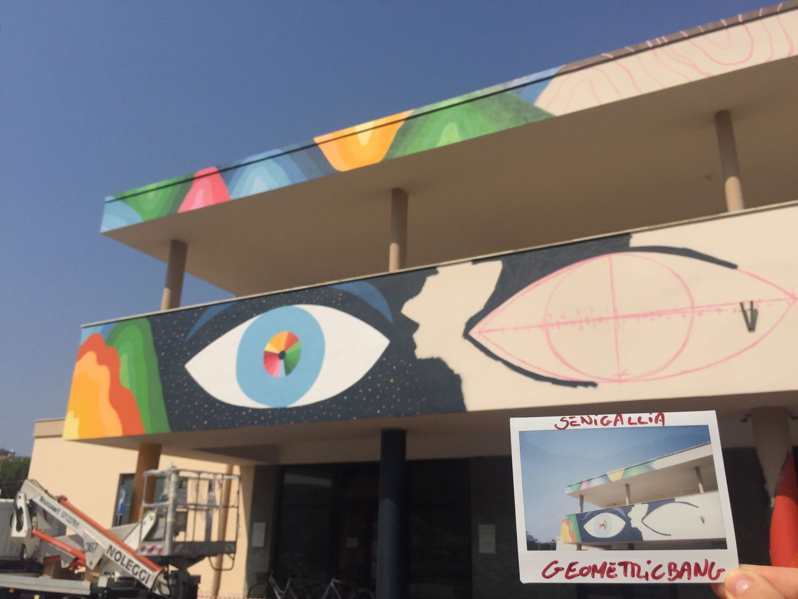 L'artista Geometric bang colora la Stazione di Senigallia